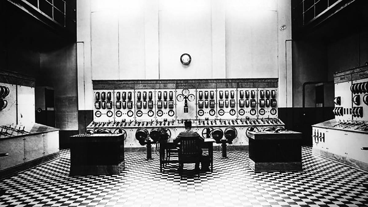 Kontrollrummet i Olidans vattenkraftverk. Bild tagen under 1940-talet.