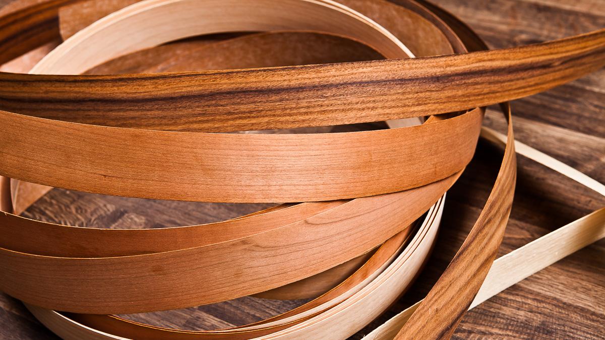 trägolv med tunna remsor av träfanér