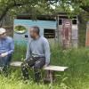 Chalmersforskaren Fredrik Hedenus medverkar som miljöexpert och diskussionspartner till programledare Özz Nûjen i UR:s nya reality-serie Zero Impact. Foto: UR