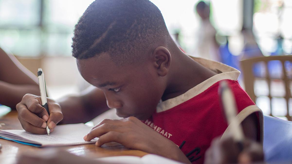 Barn övar matematik i skolan