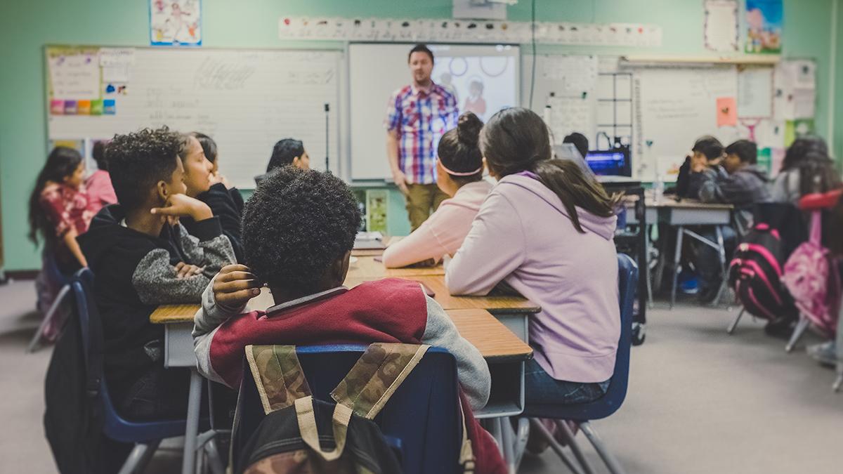 Elever har undervisning i klassrum